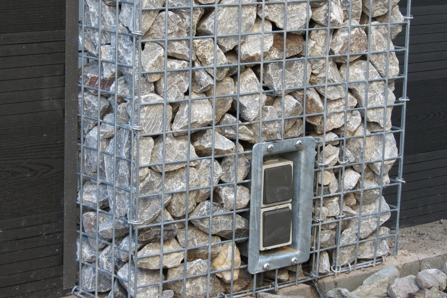 Gabion wall outlet